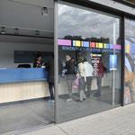 ニース 旧市街 カーニバルチケット売り場 立見席10ユーロ 指定席は25ユーロ