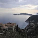 エズの頂上から地中海を望む