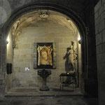 カルカッソンヌ城壁付近寺院内部