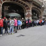 カタルーニヤ音楽堂に列をなす人々