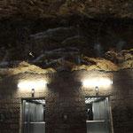 モナコ公国出入り口 岩盤を掘って作られている