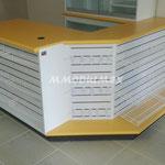 Mueble mostrador de melamina con cubiertas de mdf forradas con formaica