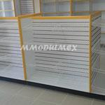 Góndolas de madera con panel ranurado.