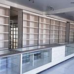 Estantes y vitrinas para farmacia