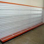 Panel ranurado con parrillas de alambre