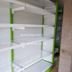 estantes metálicos