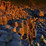 Basaltsäulen an der Küstenlinie