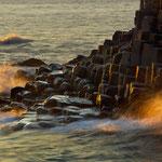 Wellenschlag im letzten Sonnenlicht