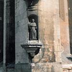 Primo piano della statua di S. Nicola da Tolentino (foto prima del restauro).