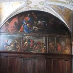 Vista degli affreschi di una cappella laterale della chiesa