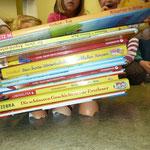 Wie viele Bücher können die Schalen tragen?