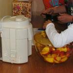 Wir produzieren unseren eigenen Apfelsaft.