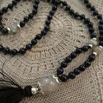 Mala mit 108 Perlen und einer Guruperle von einer Kundin gemacht für Ihre nächste Yogastunde.