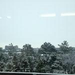 電車から見える景色 まだ雪です。
