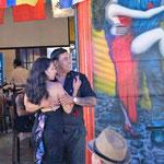 Tangotänzer überall in La Boca
