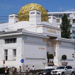 Goldstrahlender Jugendstilbau für die Künstler der Wiener Secession (genannt Goldenes Krauthappl)
