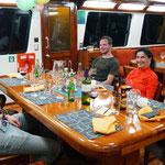 wir köpfen dann eine Flasche Wein mit Sandra, Jasmine und Stefan, Florian