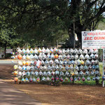 ein ganzes Dorf verkauft Bälle, das nächste Hängematten, das nächste Gartenzwerge ... u.sw.