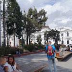 Blick auf den Torre del Reloj (Glockenturm) - Wahrzeichen der weißen Stadt