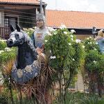 3 Reiterfiguren am Eingang