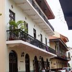 sehr nett restaurierte Fassaden