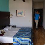 schönes grosses Zimmer, nicht neu - aber sauber
