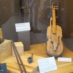 die Guarani waren sehr Musik-begabt und haben auch Geigen hergestellt