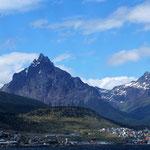 Ushuaia hübsch gelegen vor den Anden