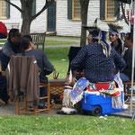 Indianer haben getrommelt und mit den Gästengetantzt
