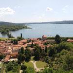 und geniessen die tolle Aussicht auf den Lago Maggiore und den Ort
