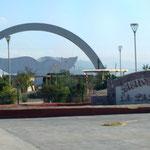 die Einfahrt von La Paz - man fühlt sich Willkommen.