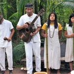 die Ureinwohner machen Musik