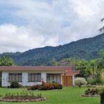 sehr hübsche Häuser mit gepflegten Gärten