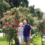 """unsere """"Reiseleiter"""" im Rosengarten"""
