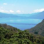 erster Blick auf den Lago del Atitlan