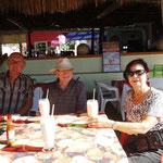 Ein Drink am Strand mit Karin und Gerhard