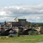 Ausblick von Ferne auf die Augustusbrücke