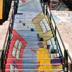 Treppenmalerei - Kind hält einen Drachen