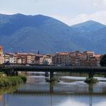 Einfahrt in Pisa