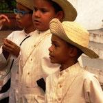 die kleinen farbigen Jungs haben den Tanz im Blut