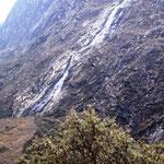 unterwegs ein riesen Wasserfall