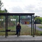warten auf den Bus nach Frankfurt-Oder