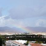 irgendwo regnet es und wir sehen den Regenbogen