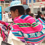 Bunte Trachten in Puno