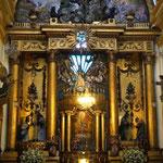 ... mit ihren tollen Altaren ...