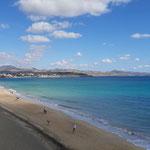 machen lange Strandspaziergänge