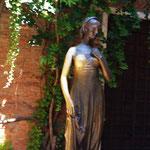 "Statue ""Julia"""