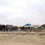 Die Campinganlage vom Meer gesehen