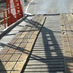 eine Brücke mit Nagelbrett