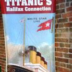 hier sind viele Fotos, ein Film und Relikte vom Titanic-Unglück